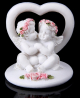 Сувенир полистоун 'Два ангелочка у сердца' в венке из роз МИКС 5*5*5см 906850